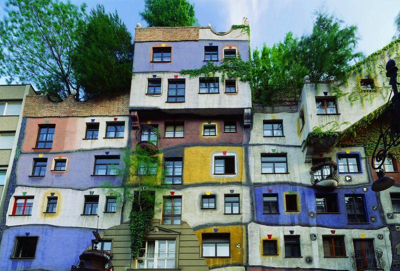 Hundertwasser Haus, a house without straight lines designed by Friedensreich Hundertwasser (1985), Wien, Wien, Österreich